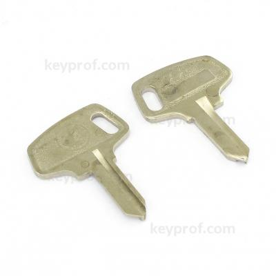 Original classic car key kpa121