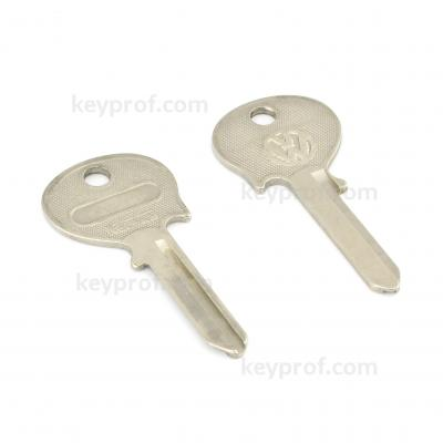 Original classic car key kpa067